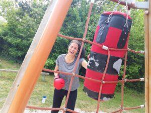 Anne tijdens BoksF1t les buiten gedurende eerste gedeeltelijke lockdown in zomer 2020